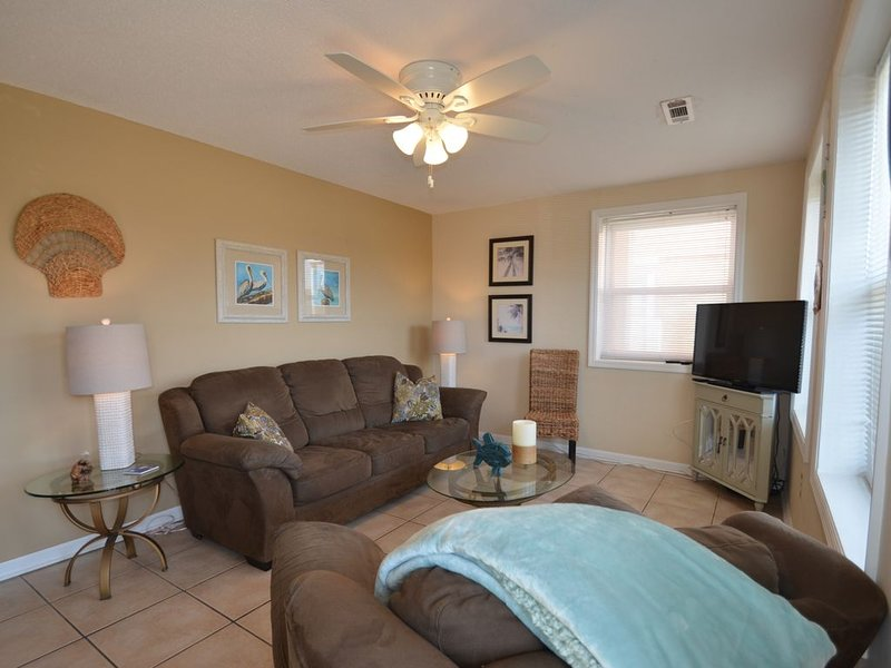 Isle Of Palms Condo, Steps Form The Ocean, Beach, Bars And Restaurants., holiday rental in Isle of Palms