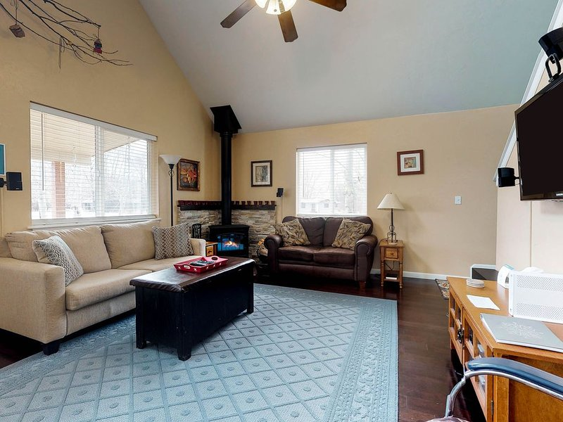 Roomy, dog-friendly home w/ seasonal stream - easy access to outdoor activities!, vacation rental in Gunnison