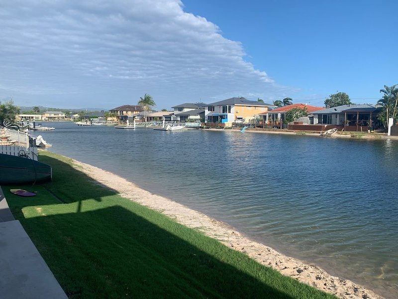 Palm Beach House on Canal, holiday rental in Tallebudgera