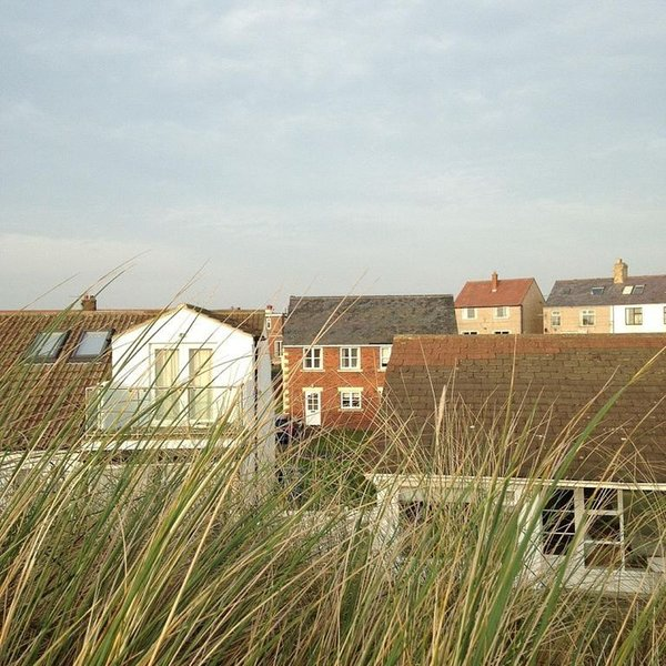 Semi-Detached Cottage Tucked Away Behind The Dunes, holiday rental in Newton by the Sea