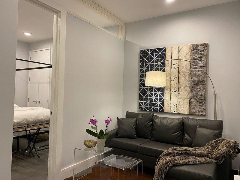 Super Clean One-Bedroom Apt Suite in Bushwick, Brooklyn near J,M & L trains!, aluguéis de temporada em St. Lawrence County