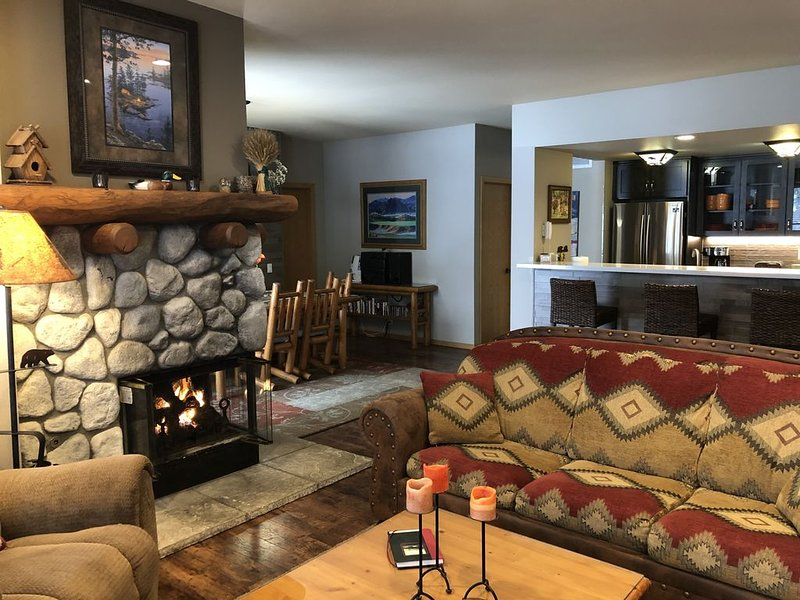 Snowcreek V, 2/2 Family Fun & Dog-friendly Mountain Retreat!, alquiler de vacaciones en Lagos Mammoth