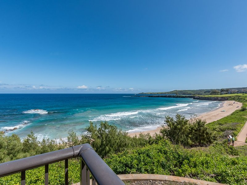Kapalua Bay Villa Gold 180* Ocean Views! Direct Beach Front Location!, alquiler de vacaciones en Kapalua