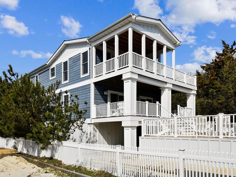 Outstanding  large Beach House on the Ocean Side with a  private heated Pool!, vacation rental in Fenwick Island