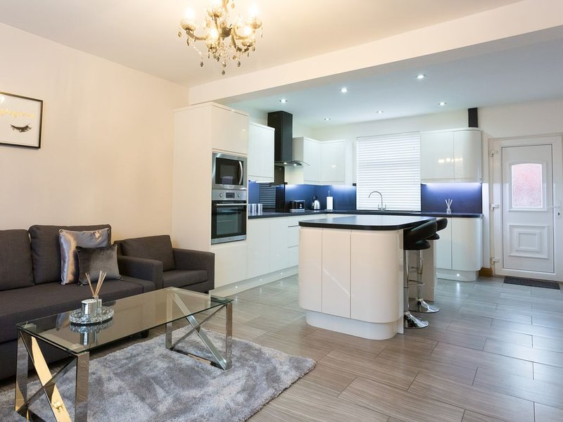 Stylish and Modern 3 bedroom house, Ferienwohnung in Shadwell