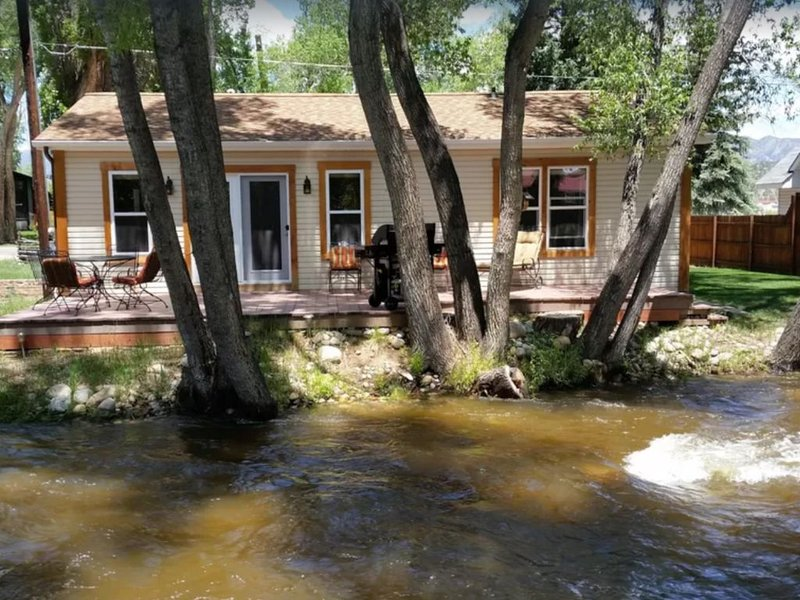 Modern Creekside Cottage, location de vacances à Buena Vista