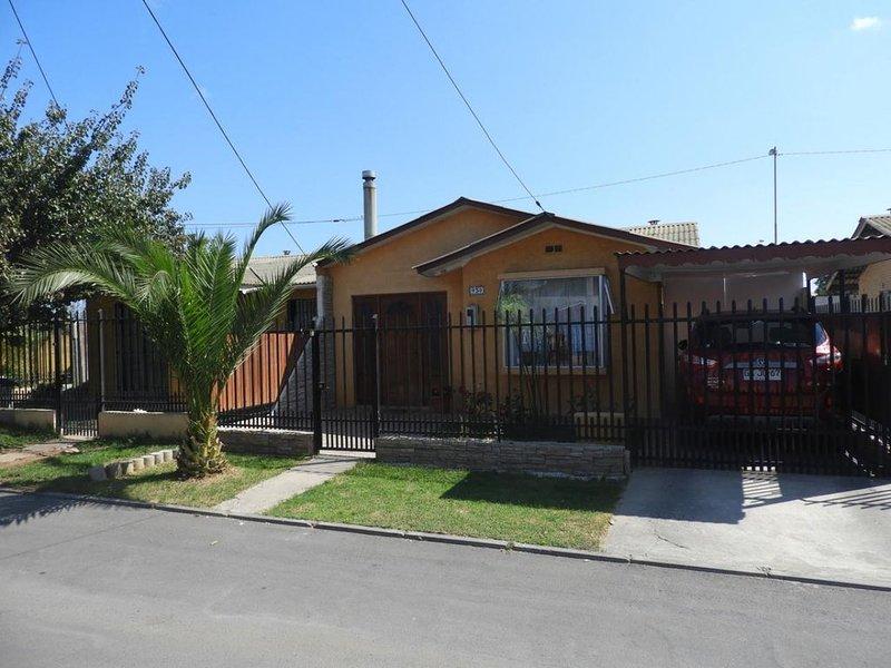 Cómoda Casa Ubicada en un lindo sector y muy tranquilo, ceca de supermercados., holiday rental in Coquimbo