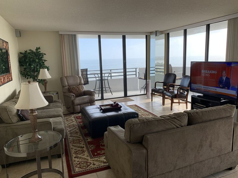 Oceanfront End Unit, Amazing Views from Every Room, 15th Floor Upscale Paradise., holiday rental in Daytona Beach