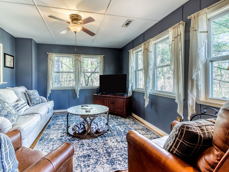 Dreamy, dog-friendly home w/private gas grill, forest views, and carriage house!, holiday rental in Wiley