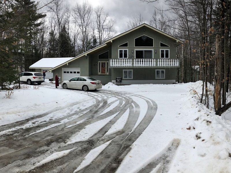 White Mountains Chalet with Private Hot Tub-North Conway/Story Land, holiday rental in Intervale