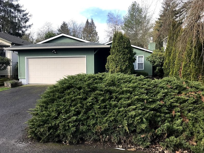 Great two bedroom house in southwest Portland, vacation rental in Tigard