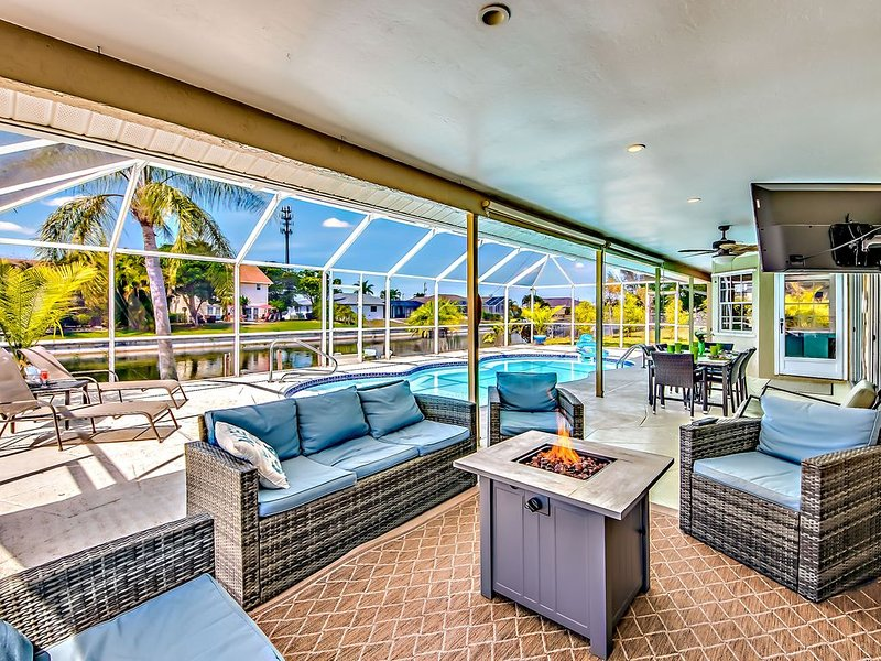 NOTHING BUT TIME!  600 MBPs of WiFi!, holiday rental in Cape Coral