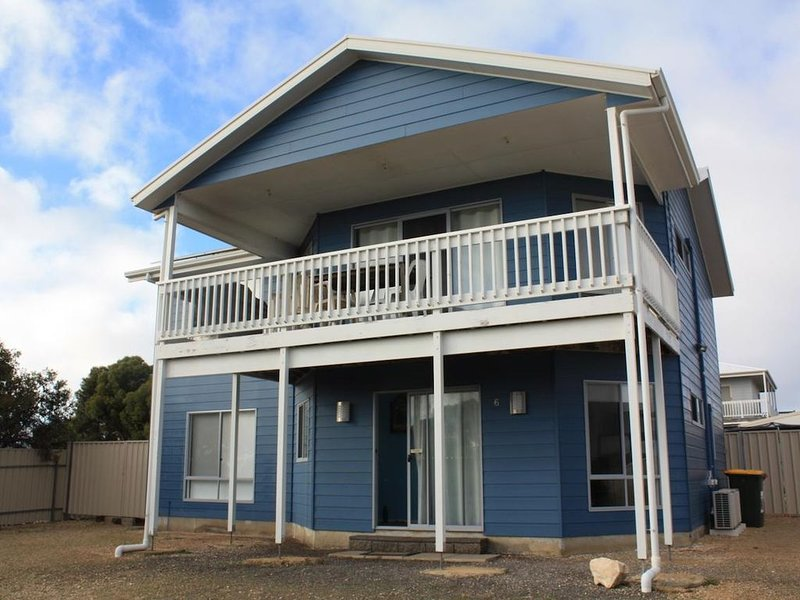 Blue Breeze - 4 bedroom Double story home - Close to the beach and Inns National, holiday rental in Inneston
