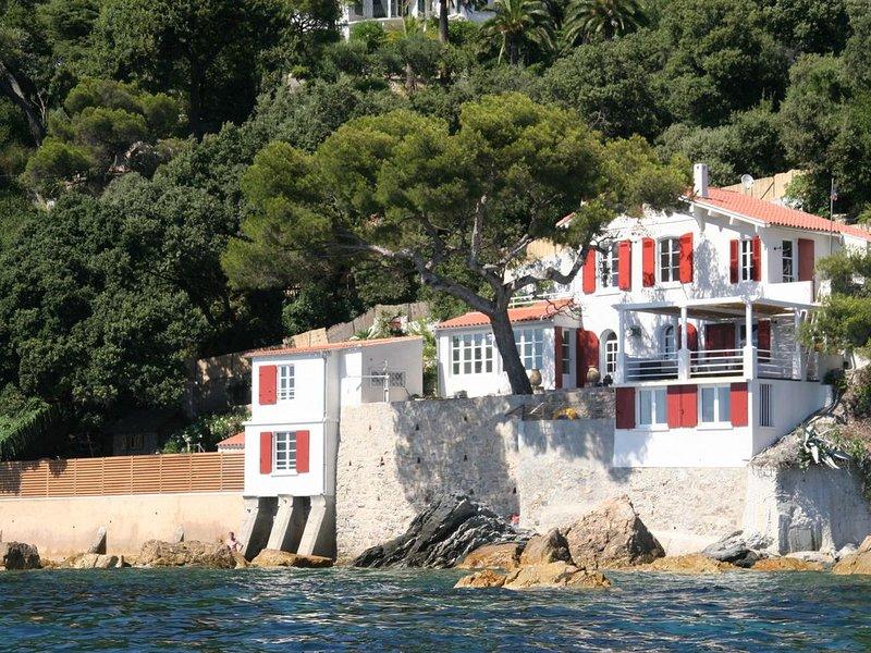 Villa pieds dans l'eau au Cap Brun - Toulon, holiday rental in Toulon