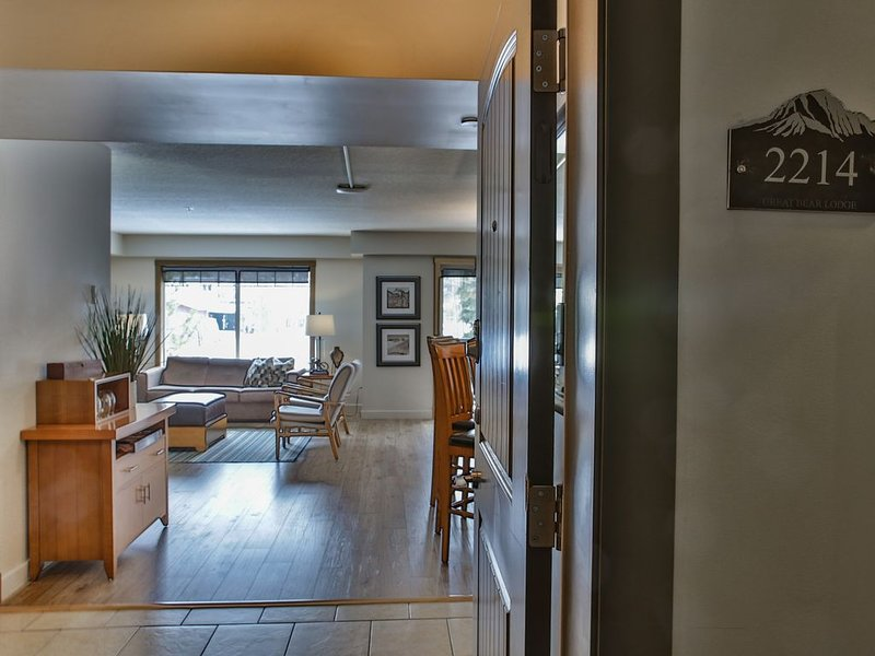 PremiumStayz at Copperstone, Sunny Open Concept, South-facing Suite,, vacation rental in Seebe