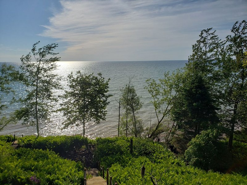 Amazing Lake Views, easily accessible and close to Whistling Straits, location de vacances à Cleveland