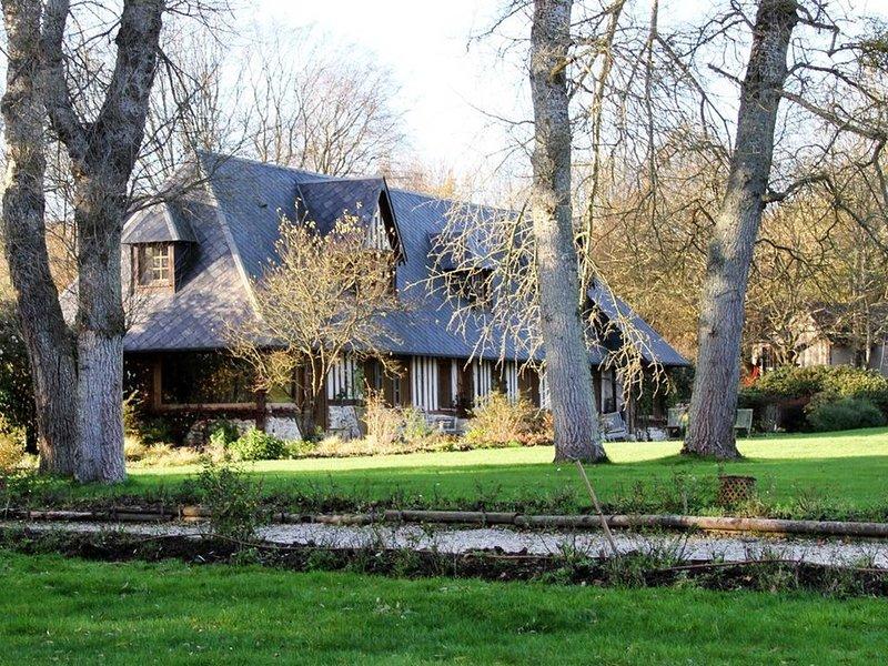 Charmant   Domaine   Normand pour  18 personnes     avec piscine, location de vacances à Saint-Gatien-des-Bois