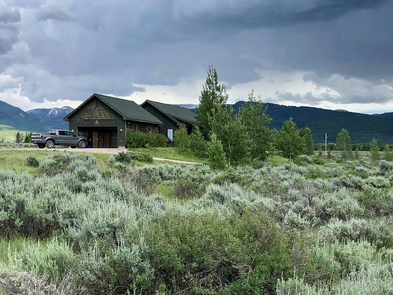 Teton Valley Home on 5 Secluded Acres, Hot Tub, Views, 5 min from Town, holiday rental in Driggs