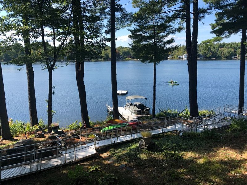 Sunny Waterfront Little Sebago Home - Perfect for Large Families!, alquiler de vacaciones en Pownal