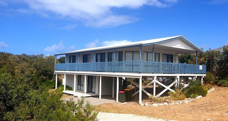 Casadelmar - Prime Position, With Sea Views, holiday rental in Inneston