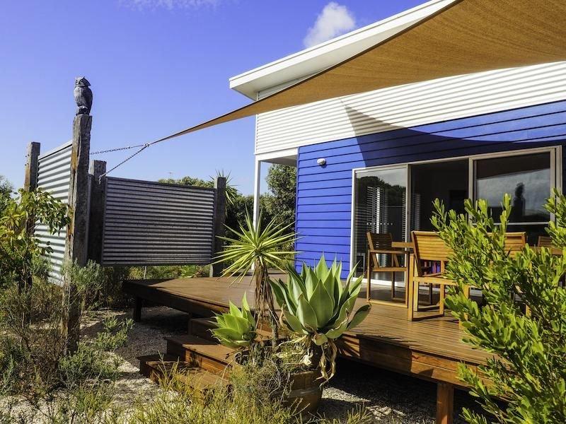 Willyama Coastal - Modern Beach Holiday Home, holiday rental in Marion Bay