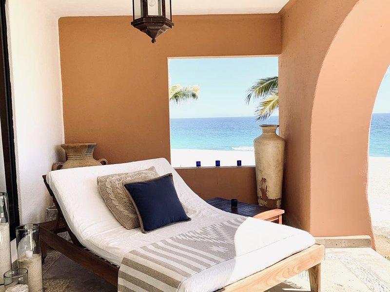 Luxury Beachfront Condo - Best Location in Casa Del Mar!, alquiler de vacaciones en Cabo San Lucas