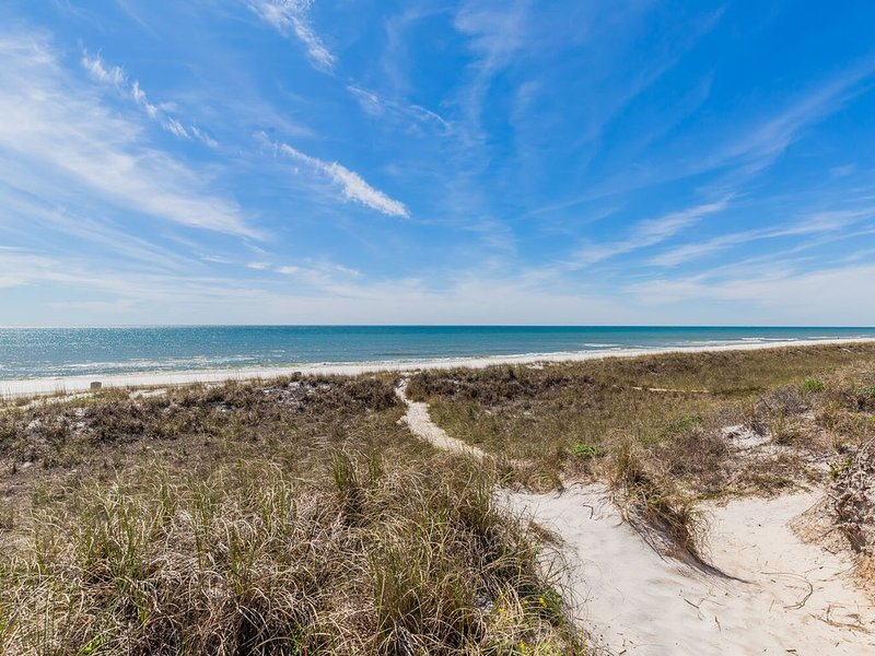 Paradise 30A~Shalom Sands~updated with beautiful Gulf Views and community pool!, vacation rental in Laguna Beach