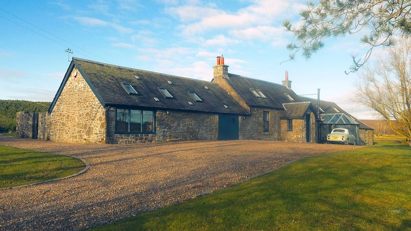 Luxury 5* Secluded Farm house with Hot Tub in Scotland, holiday rental in Biggar