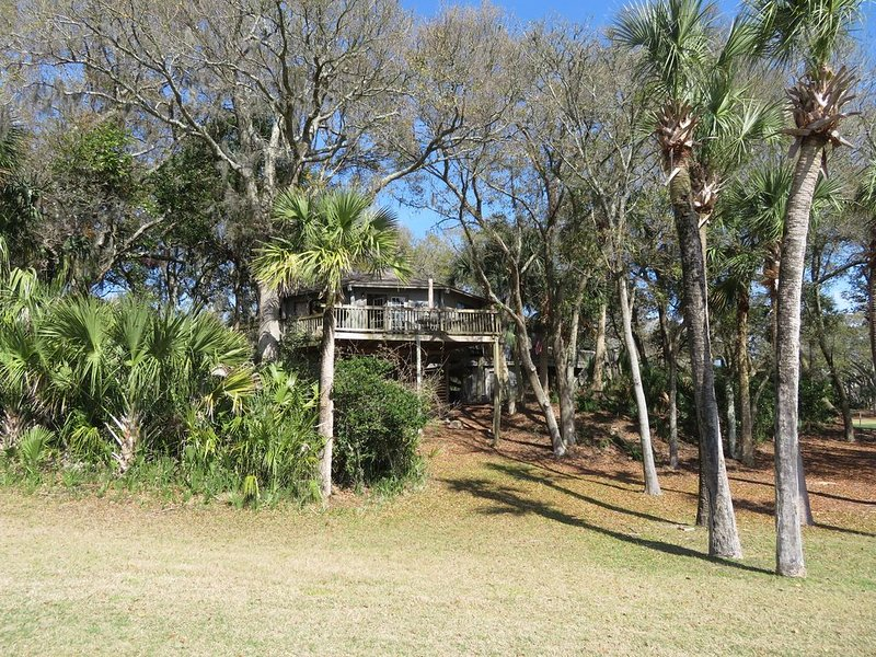 Treehouse style Villa! So COOL! An EXPERIENCE! Near the beach!, vacation rental in Seabrook Island
