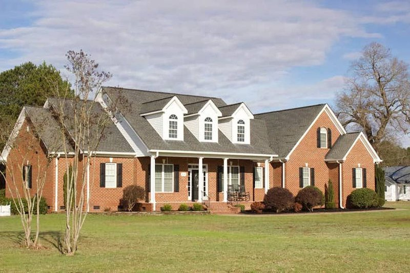 Luxurious Country Home complete with Horses!, holiday rental in Olivia