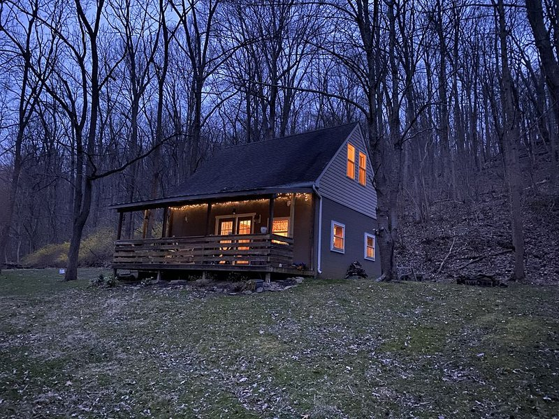 Myersville-Private 9 ac cabin on the creek, yet close to it all., holiday rental in Sharpsburg