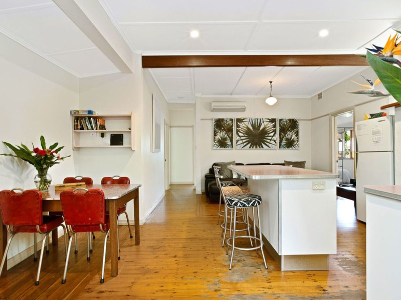 A SWEET ESCAPE - Byron Surf Cottage - walk to Byron, holiday rental in Tyagarah