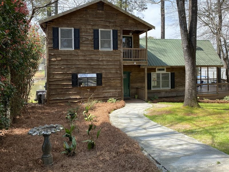 Rustic Waterfront Cabin Lake Wateree, casa vacanza a Elgin