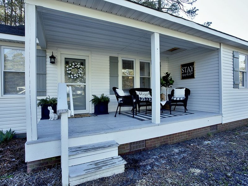 'Bee Haven' Cottage Retreat Near Colonial Williamsburg, holiday rental in Schley