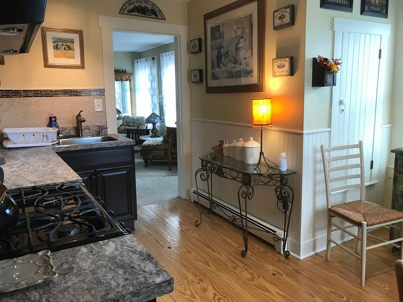 Fabulous 2nd Floor private apartment in Warwick Village, great space., alquiler de vacaciones en Monroe