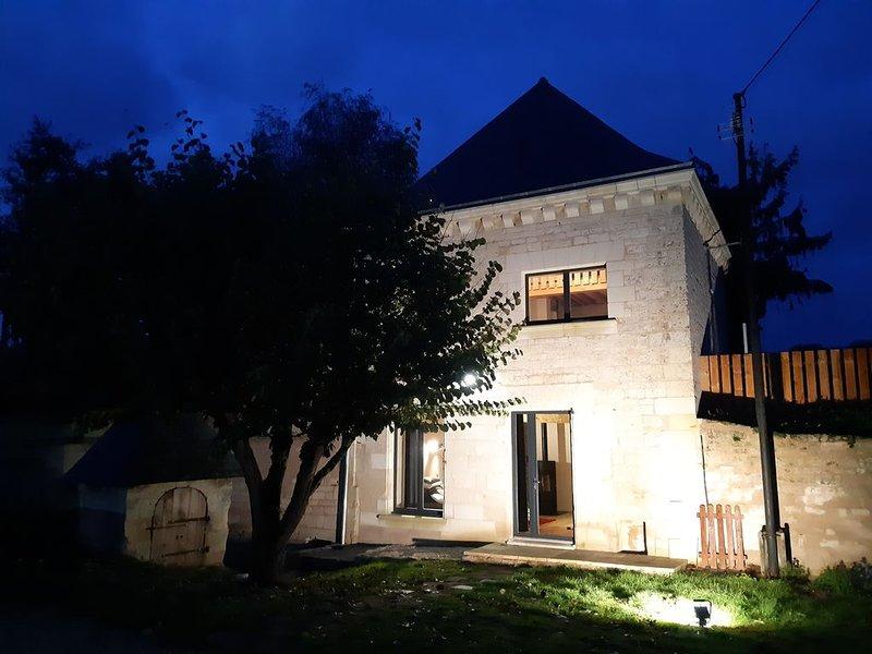Gîte Saumur Le pigeonnier  romantique et calme, holiday rental in Les Trois-Moutiers