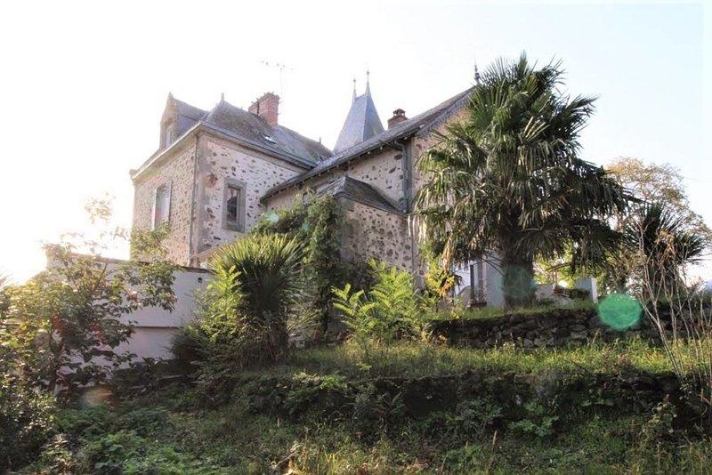 ÉLÉGANTE MAISON DE CAMPAGNE XIXe, 5 CHAMBRES-BORD DE RIVIERE / ECRIN DE VERDURE, vacation rental in La Chapelle-Gaudin