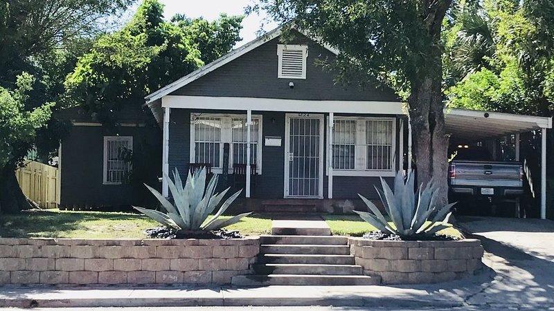1930s Cottage Home Downtown District, location de vacances à Brownsville