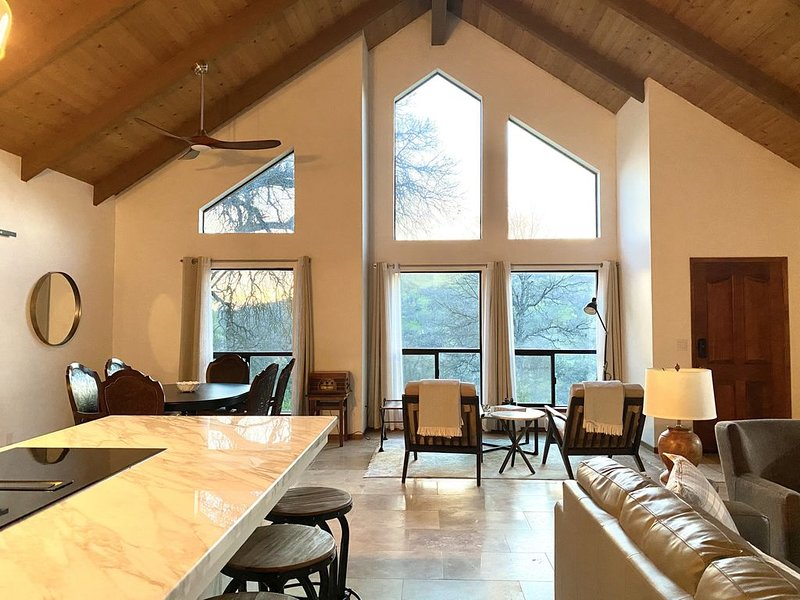 YOSEMITE VISITORS WELCOME TO THE MODERN STYLISH MOUNTAIN HOUSE RETREAT YOSEMITE, holiday rental in Coarsegold