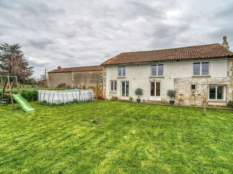 Alluring Holiday Home in Savigné with Private Pool, holiday rental in Pleuville