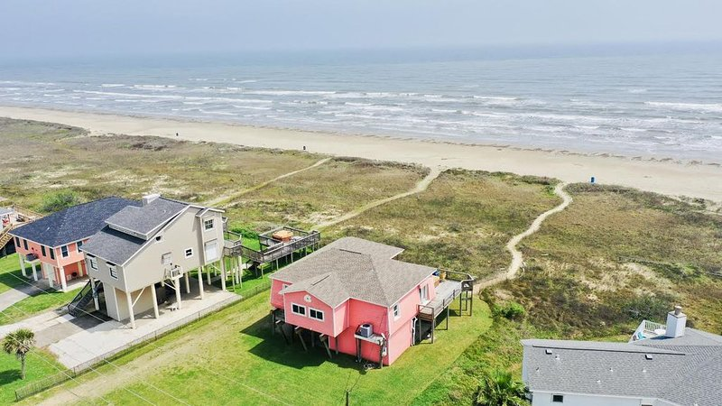 Beachfront Home and Hot Tub with fantastic views!!, holiday rental in Galveston Island