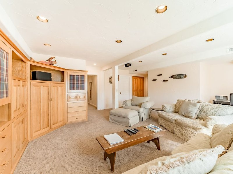 Cozy getaway for two w/ ocean views - minutes from Trinidad State Beach, holiday rental in Orick