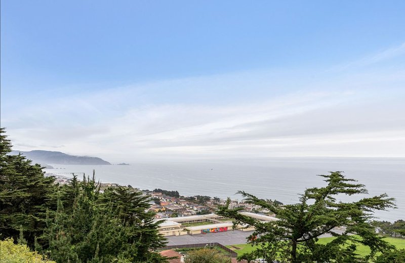 * Marbella Lane - Top Coastline Views | Ldry + P, holiday rental in San Bruno