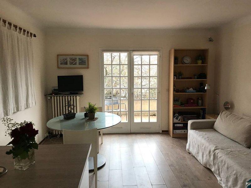 Au 1er étage de notre villa, studio indépendant, plein sud, proche de la mer, casa vacanza a Le Pradet
