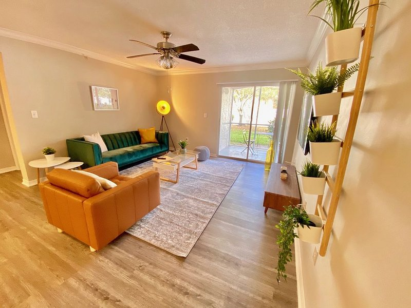 Casa Selva- Luxury Apt- Next to Sawgrass Mills Mall - 5 min to Cleveland Clinic, holiday rental in Green Meadow