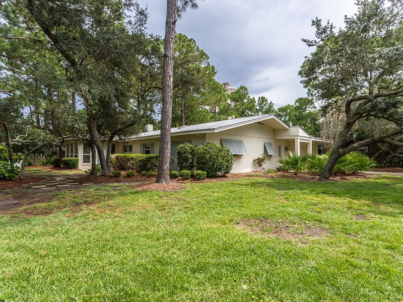 Private home within walking distance to the beach., casa vacanza a Sandestin