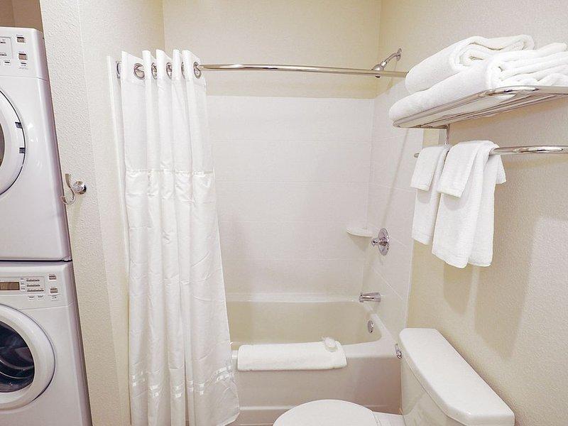 1 BDR 1 Bath Apartment WaterWalk Overland Park -2, aluguéis de temporada em Olathe
