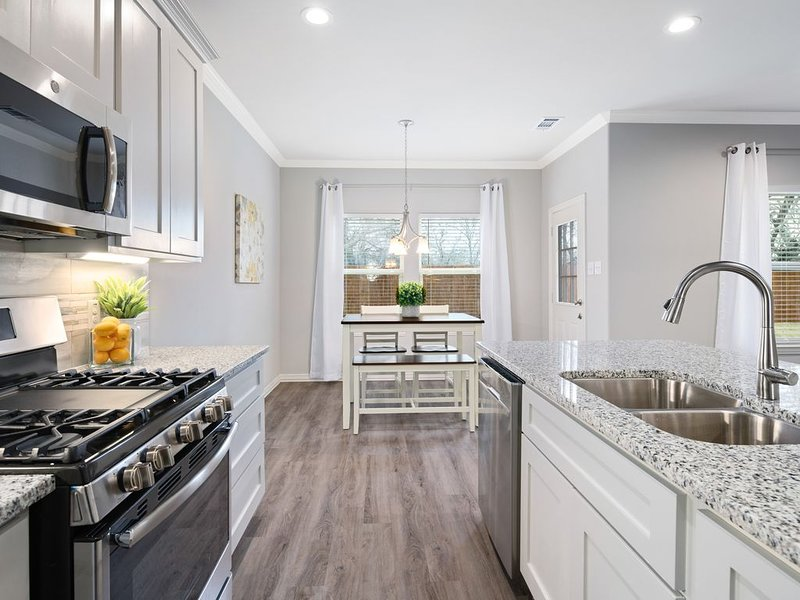 Charming New Home in Gunter, TX, location de vacances à Pilot Point