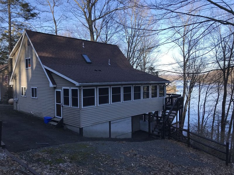 Lakefront on Wallenpaupak with private dock.  Great for family gatherings, location de vacances à Hamlin