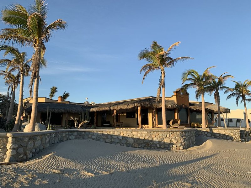 Casa de Makinen- Beautiful Sea Of Cortez oceanfront., vacation rental in La Ribera